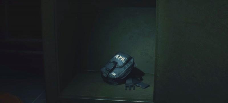 Находим сумку в сейфе