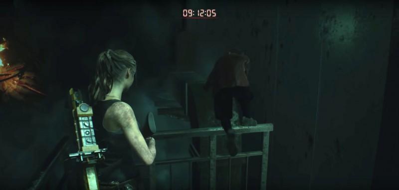 Шерри помогает открыть дверь