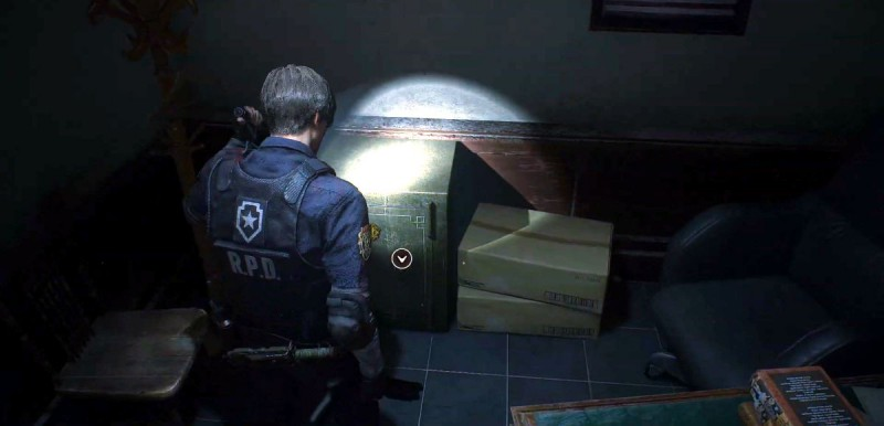 Леон открывает сейф
