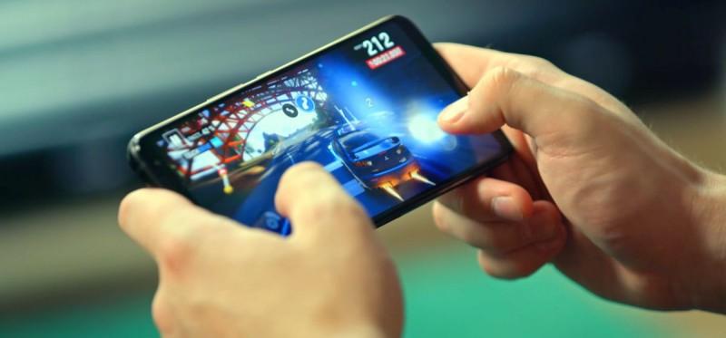 Гонки на смартфоне ROG Phone 2