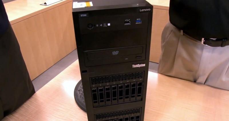 Блок сервера вблизи
