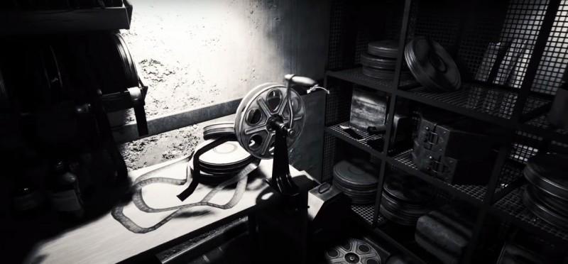 Комната с кинопленкой